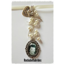 Bridal bouquet charm with angel wings